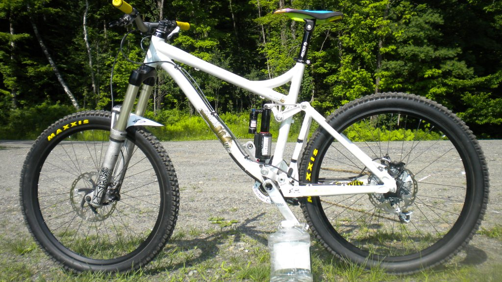 Show us a picture of your 26er MTB that you still use on the trails-dscn1230.jpg