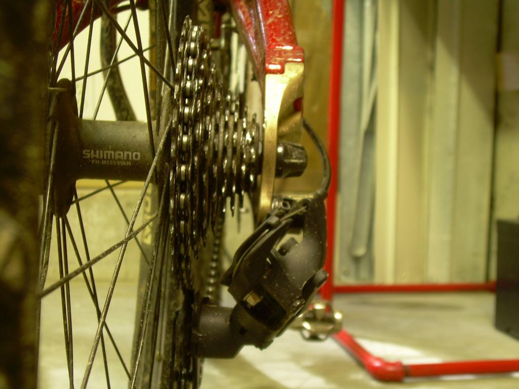 Bent derailluer hanger/dropout on Mt Vision-dscn1342.jpg