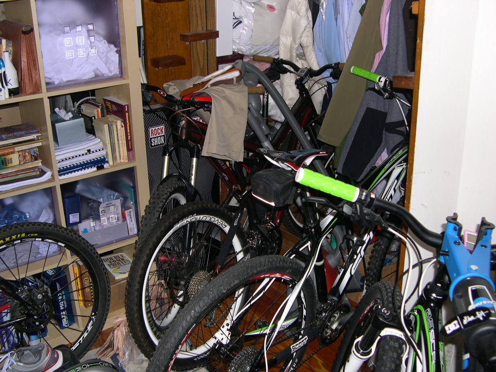 Bikes in Living Rooms?-dscn3613.jpg