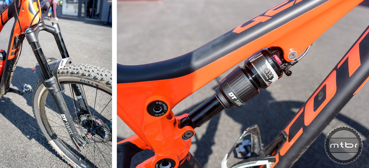 The reverse bridged 2017 DT Swiss O.D.L. fork (right) will have a changeable air volume. The 2017 R 414 O.D.L. rear shock (left) will amongst others get an improved small bump functionality. Photos by © Jeroen Tiggelman