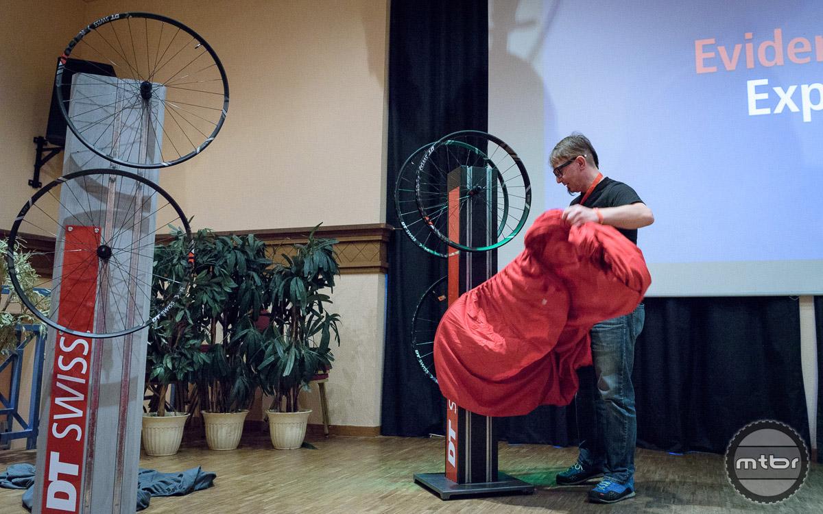 DT Swiss marketing specialist Friso Lorscheider unveils the new Spline® ONE wheels. Photo by © Jeroen Tiggelman