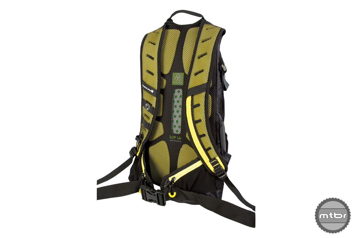 The MT500 Enduro pack features a Koroyd EOP 1.0 spine protector, offering lightweight and breathable protection that meets EN1621-2 level 2 standard.