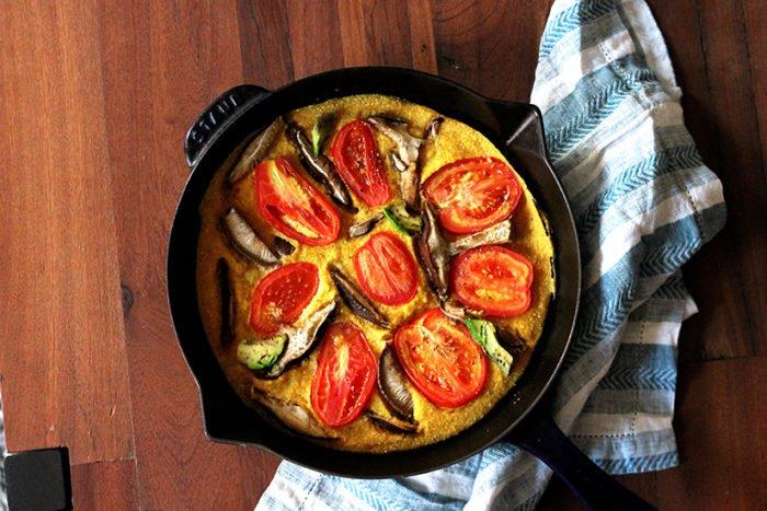 Vegetarian / Vegan / Raw recipes & chat-easy_tomato_mushroom_avocado_quiche4-700x467.jpg