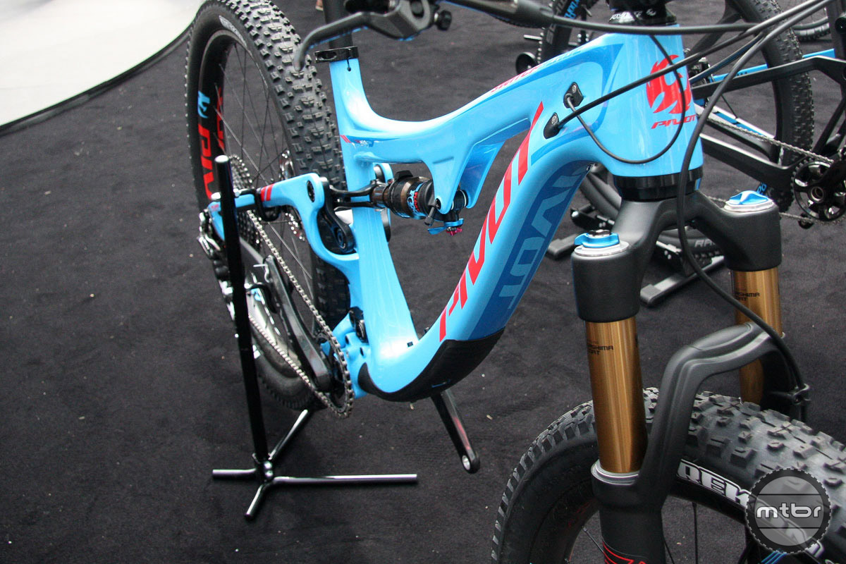 Pivot's Switchblade skipped past boost spacing and went to Super Boost. The net effect is an aggressive trail bike with 135mm of rear travel, 150mm up front, and the capability to run 29er or 27.5 wheels and 1x or 2x drivetrains.