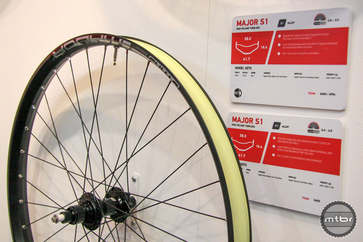 The new S1 line includes three plus sized rims, including the Major with its 38mm inner rim width.