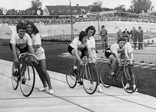 Cycling Pioneer Eileen Gray-eileengray.jpg
