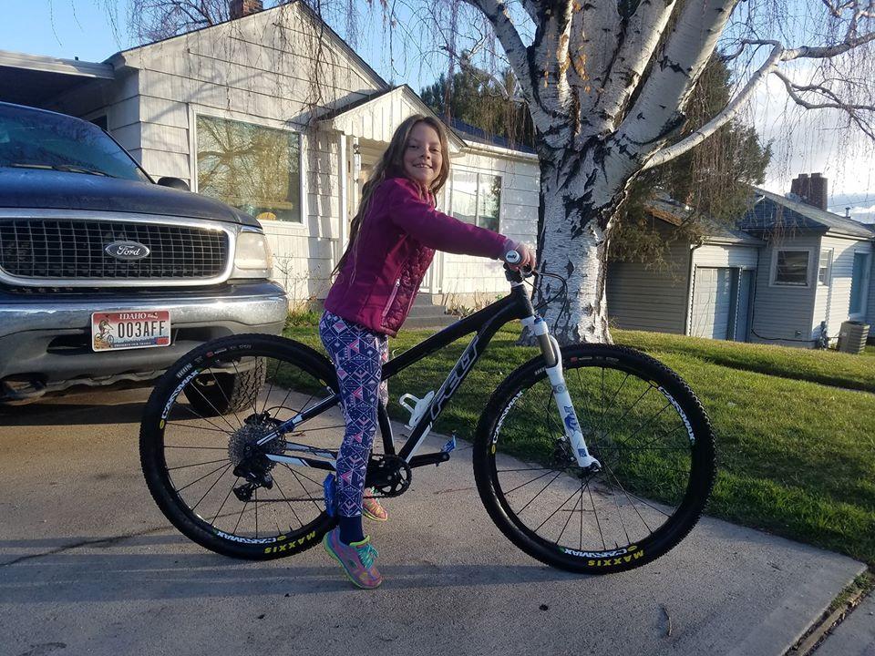 Bike too big. Kid can't loft front wheel.-ella-felt.jpg