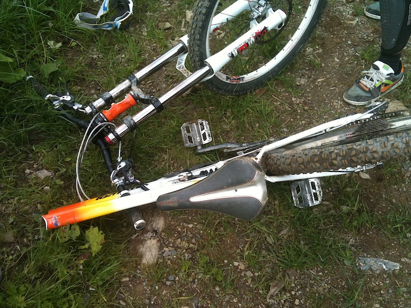 Catastrophic failure Pole Stamina  180mm-enduro.jpg
