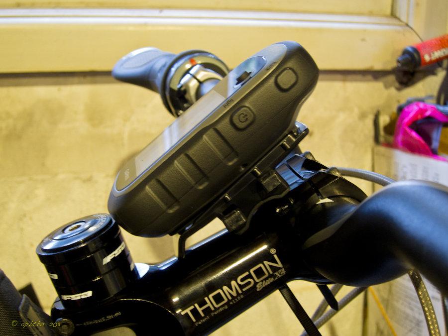 http://forums.mtbr.com/attachments/gps-hrm-bike-computer/660069d1324009746-garmin-etrex-30-good-choice-etex30-mount-4.jpg
