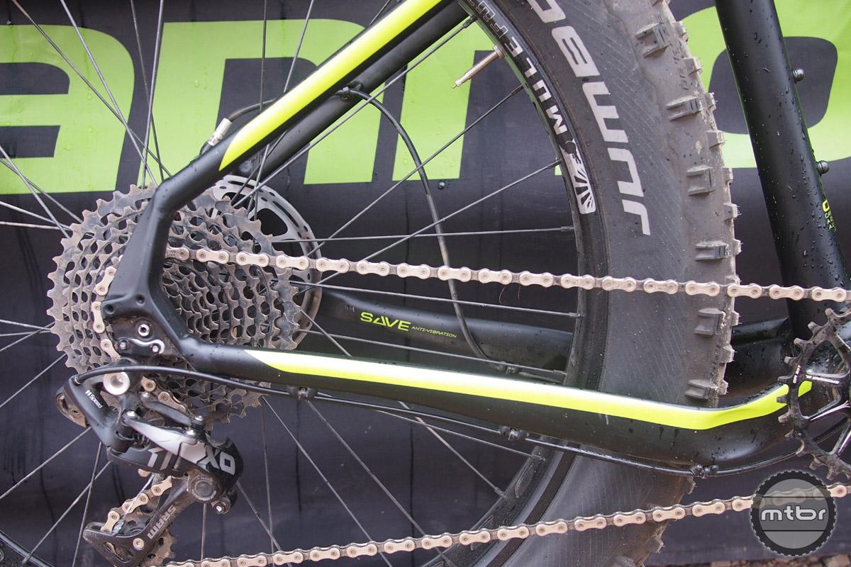 Short 456mm chainstays keep handling agile,