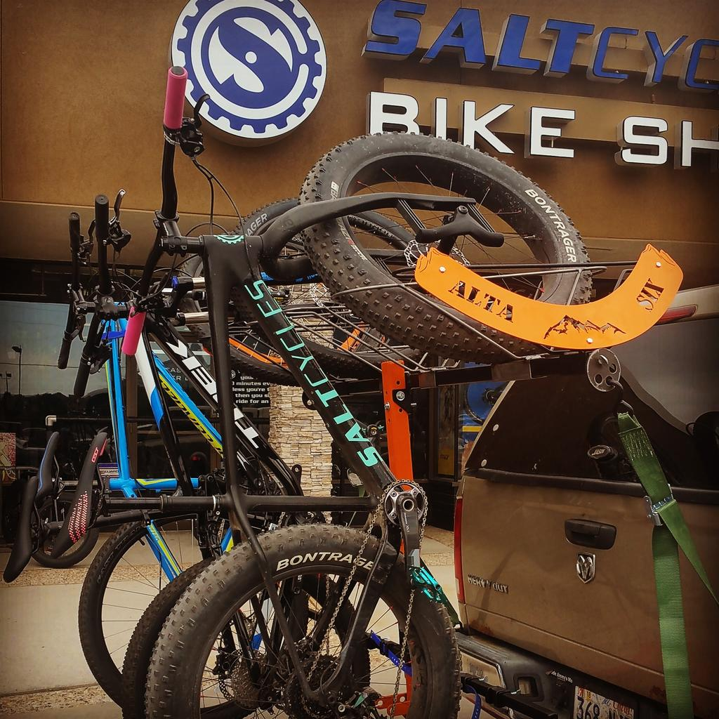 "A ""Vertical"" rack that is not a NorthShore rack...??-fatbikes.jpg"