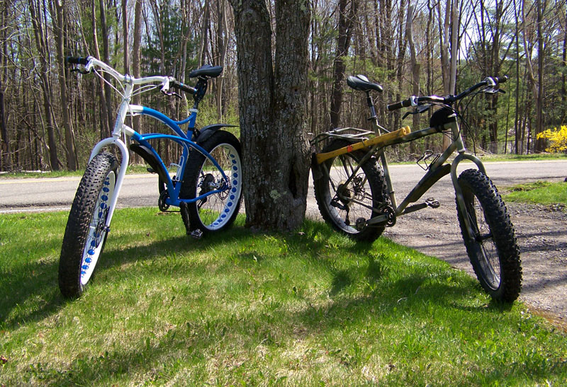 Upstate New York Fat Bike?-fatbikesfrontlawn.jpg