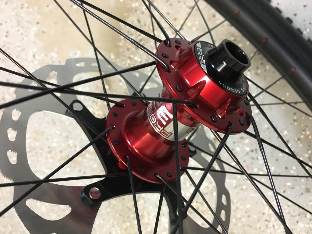Light Bicycle Carbon Rims-fc2b7cf1-55c9-4476-9ef1-9aa9ada714f2.jpg