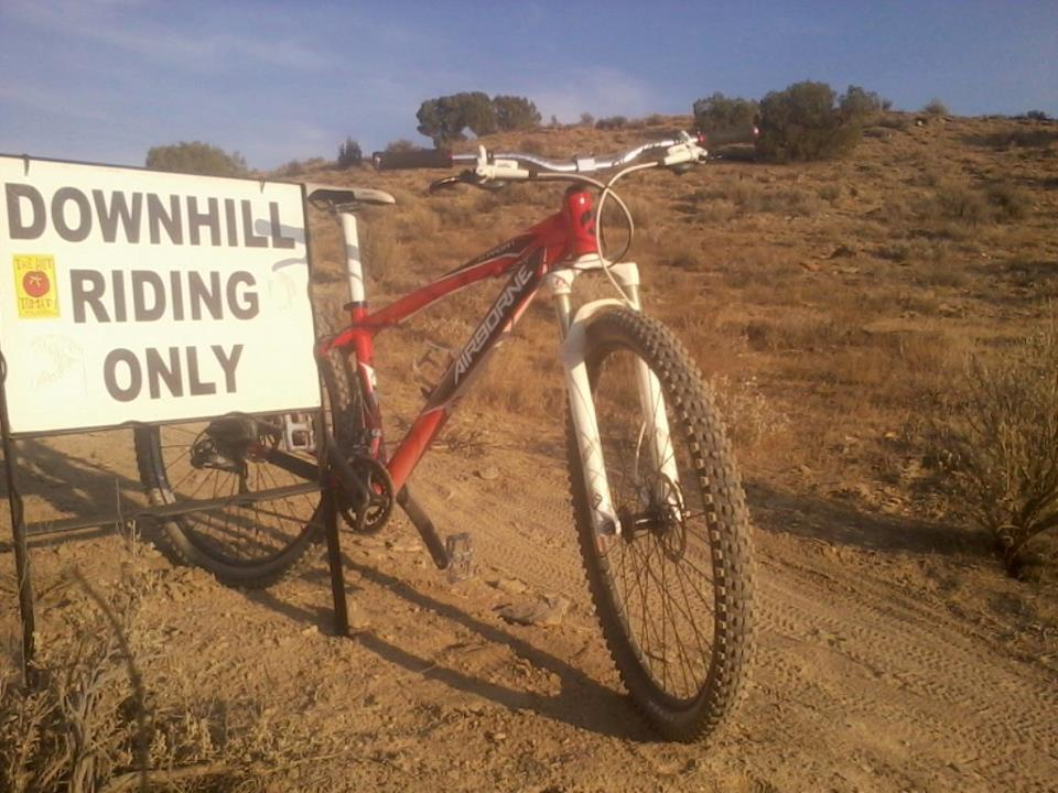 Anyone else have issues with running 2.2 tires and rubbing on the fork/frame?-fork-clearance.jpg