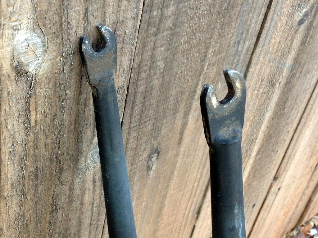 Odd but intriguing Bontrager fork-fork-dropouts.jpg