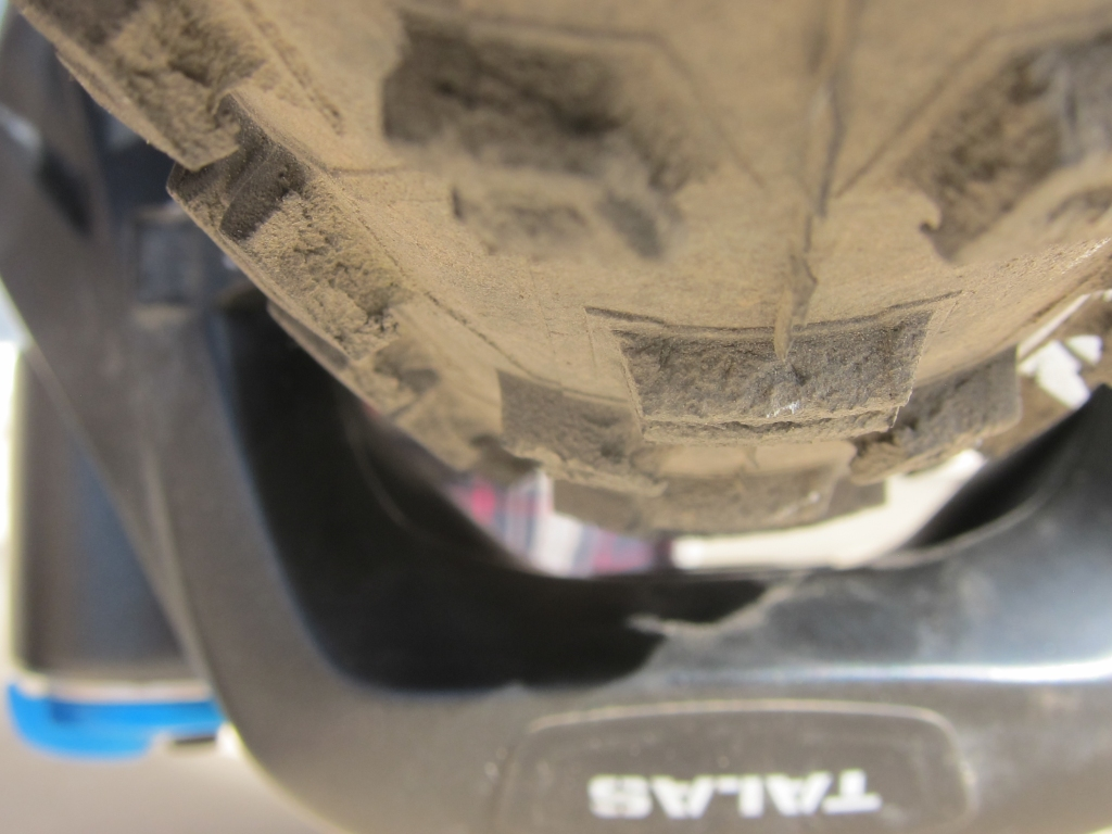 Schwalbe Nobby Nic and Hans Dampf Compatability-fork_tire_clearance.jpg
