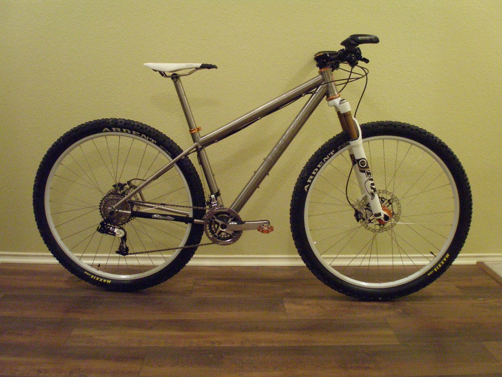 Custom Form Cycles Ti Prevail 29er-form_prevail_built01sm.jpg