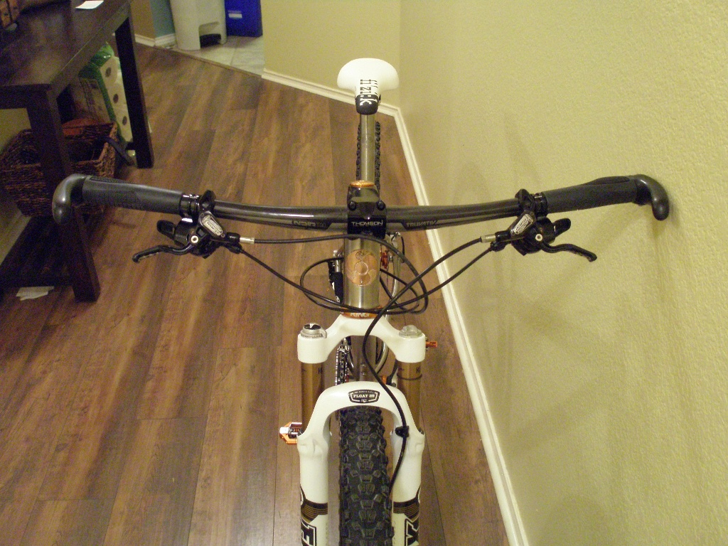 Custom Form Cycles Ti Prevail 29er-form_prevail_cockpit01sm.jpg