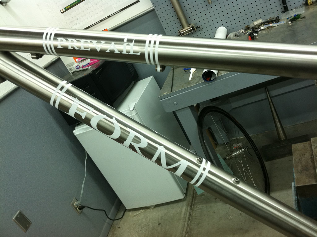 Custom Form Cycles Ti Prevail 29er-formcycles_decals01sm.jpg