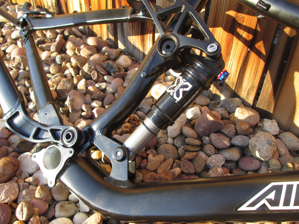 Project 505: Airborne 650B Black Plague Enduro-frame8.jpg