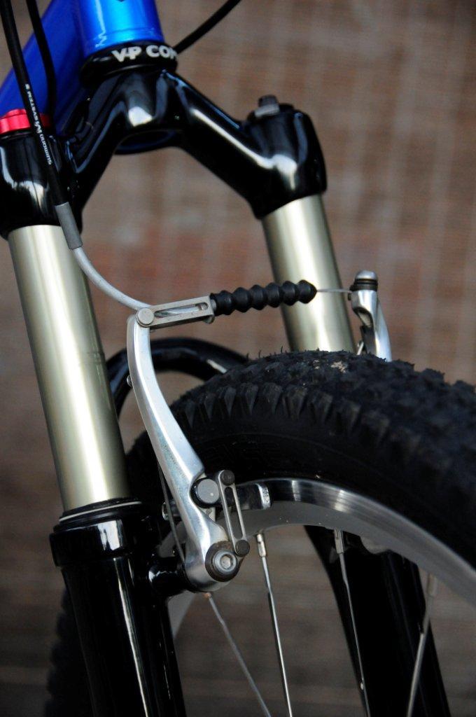 GT Bravado Rebuild 1993-front-brakes-01.jpg