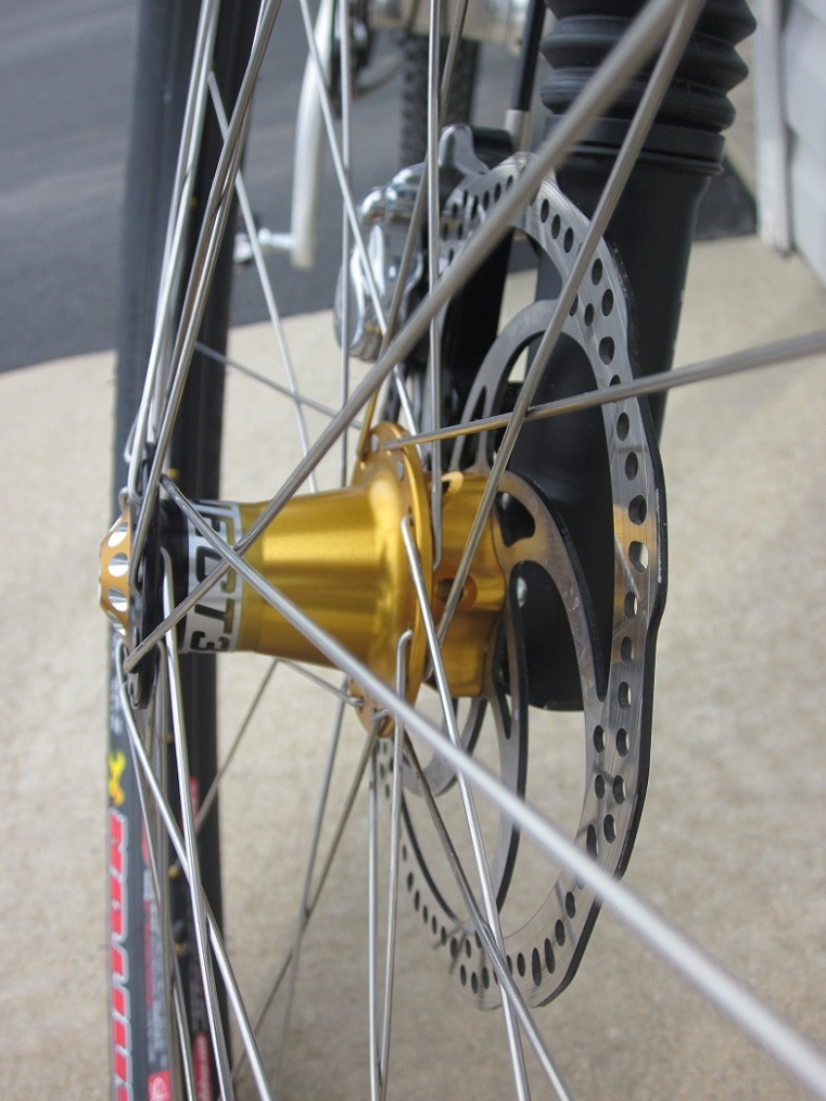 2011 Epic 29er with Lefty-front-hub-closeup.jpg