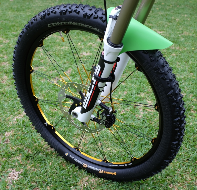 The new 2014 Santa Cruz Nomad 27.5.-front-wheel.jpg