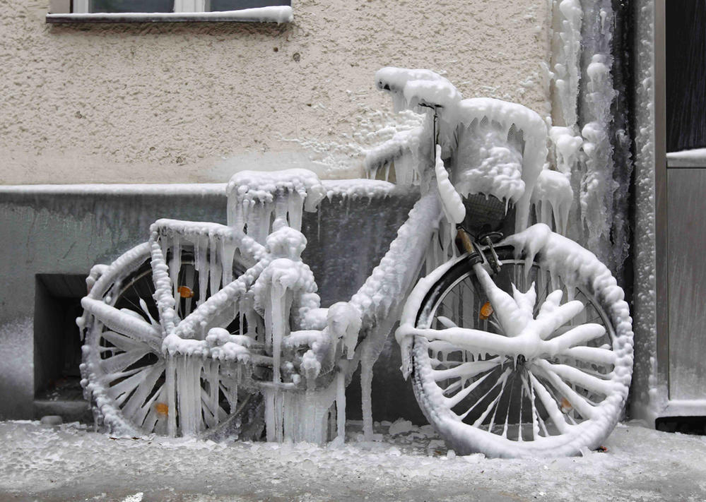 Sad Bikes-frozen-bicycle11.jpg