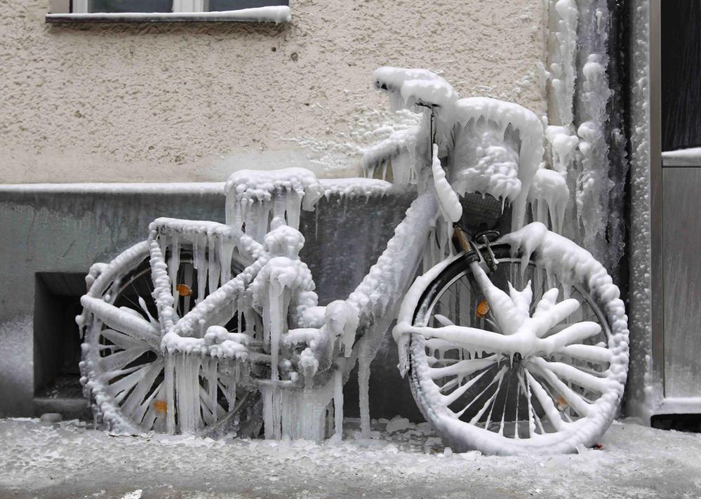 Sad Bikes-frozen-bicycle11.jpg