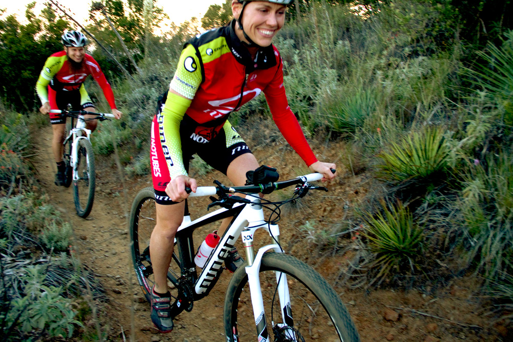 Niner News & New Pics - Black Air 9 Carbon & Team Racing Kit, Cable Routing Video-fuzzyrebecca_riding.jpg