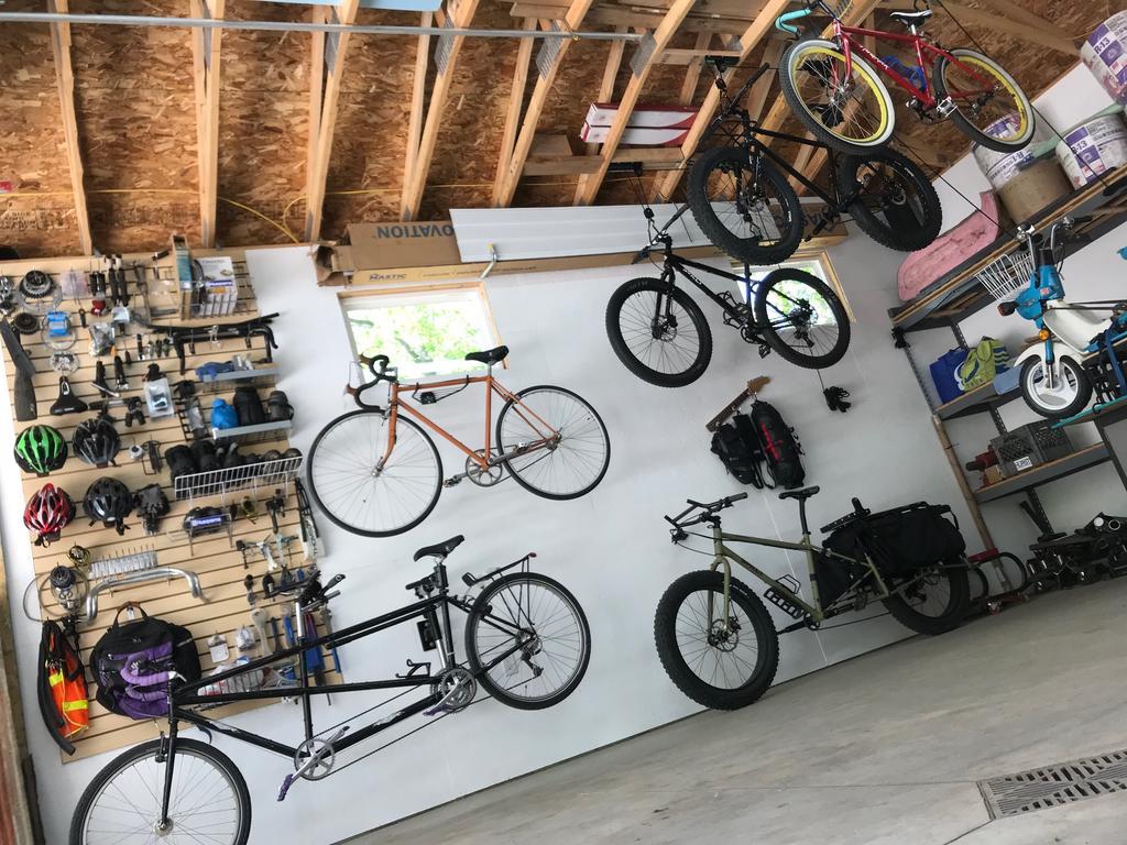 Which work stand for a tandem bike?-garage.jpg