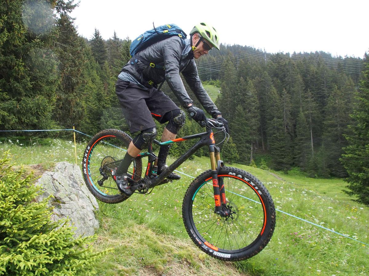 G Form Pro X Knee Pads Review Mountain Bike Review Mtbr Com