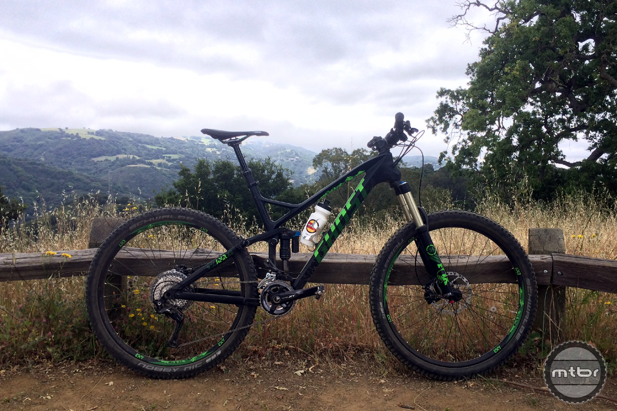 The SLAMR X8 has a carbon front triangle, alloy rear, 145mm of rear travel and a price of $4599.