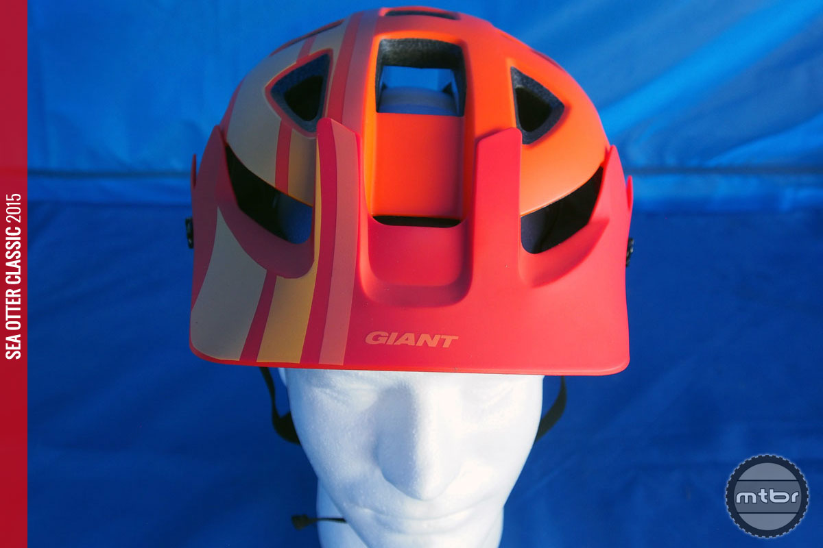 This trail lid features an integrated camera mount that provides optimal POV positioning.