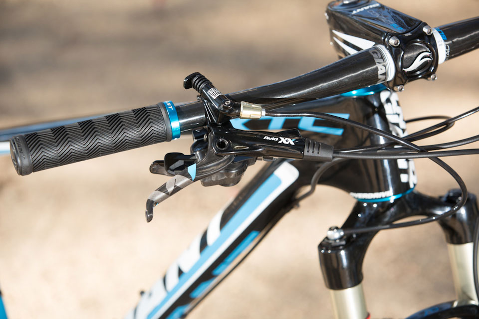 Problem mounting my light-giant-2013-xtc-fork-lock-out.jpg