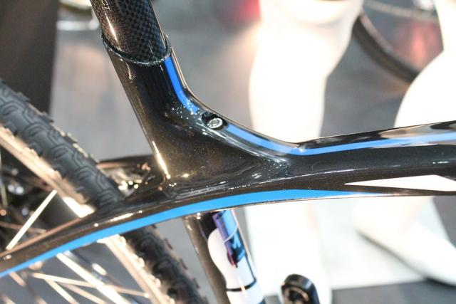 what am i missing here?-giant-anyroad-seatpost-clamp.jpg