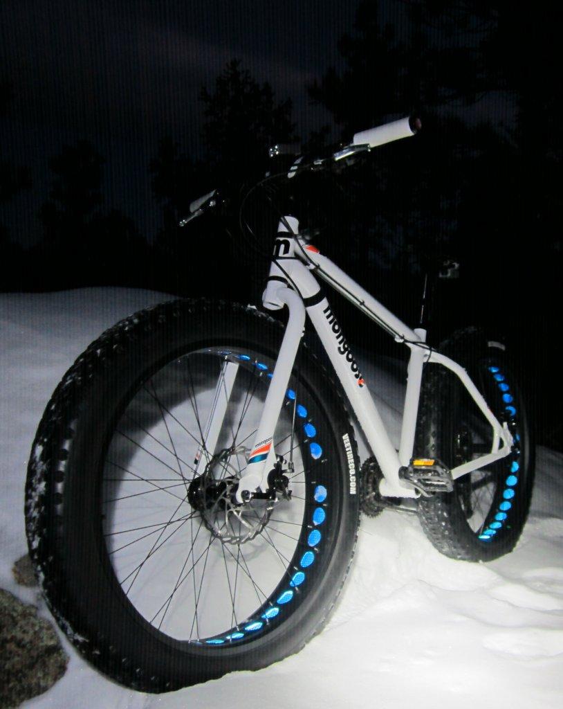 mongoose Vinson-glow-dark-fifo.jpg