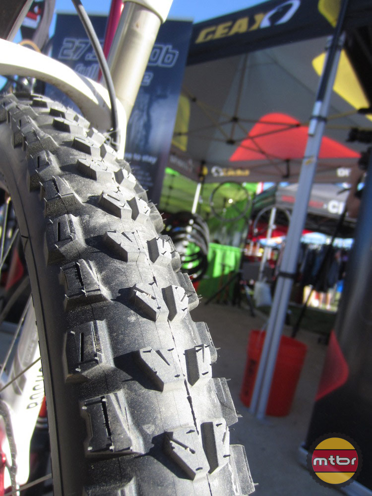 Geax Goma Tires