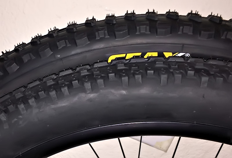 TIRE 27.5 X 2.35 SWITCH MULTI-USE TREAD DURO TIRE