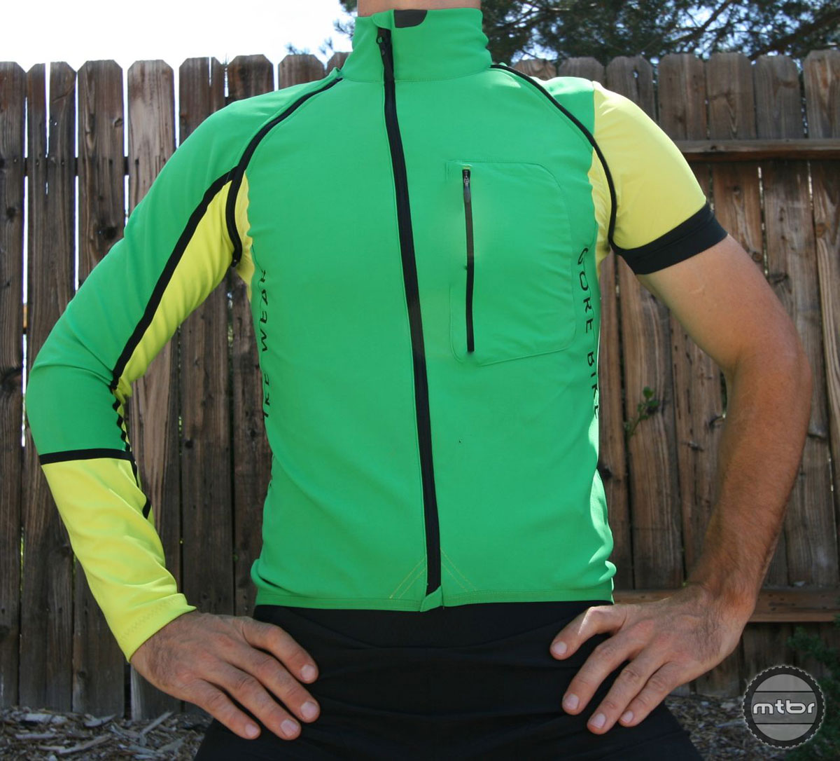 The ALP-X PRO WINDSTOPPER jersey is extremely versatile for a wide range of temperatures and conditions.