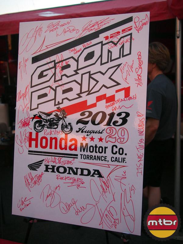 Grom Prix - signatures