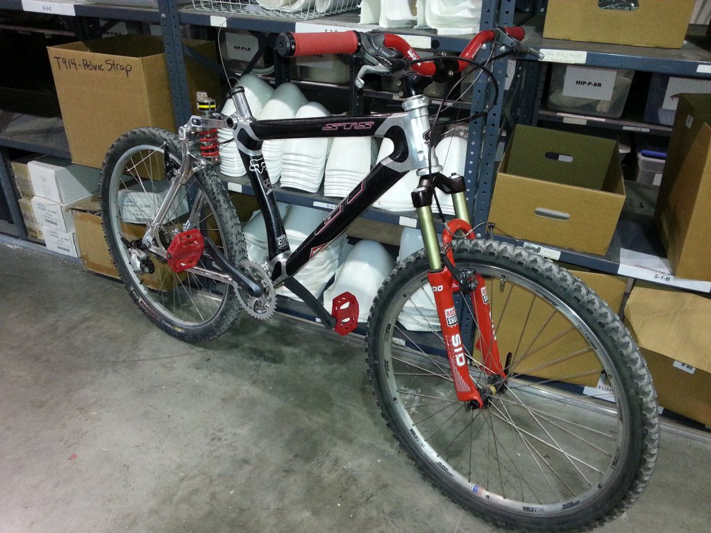 Old School DH bikes-gt-sts-complete.jpg