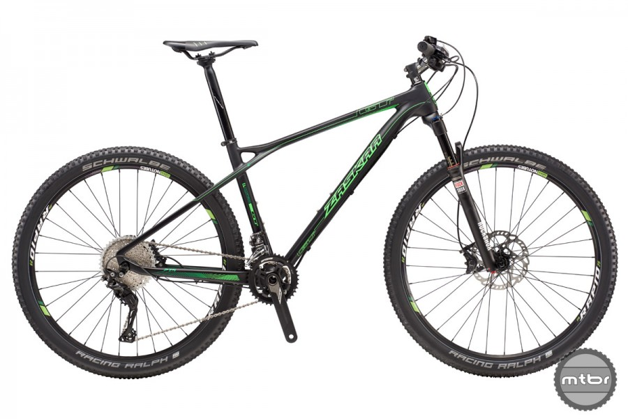 """The GT Zaskar Carbon Expert features a carbon frame, 100mm front fork and 27.5"""" tires."""
