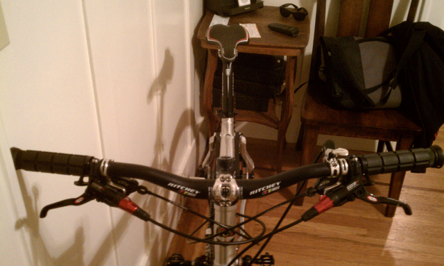 Opinions of the 2011 Fantom Team-handlebar.jpg