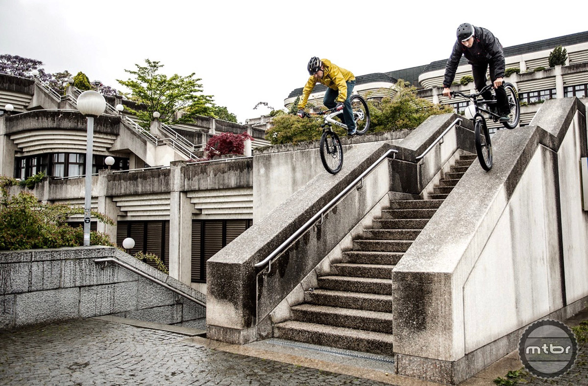 New school rider Dominik Raab and trials legend Hans Rey take a spin around Linz.