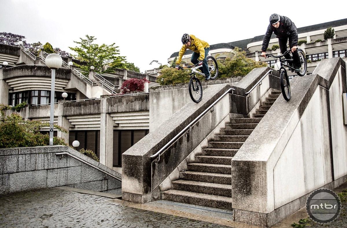 New school rider Dominik Raab and trials legend Hans Rey take a spin around Linz.