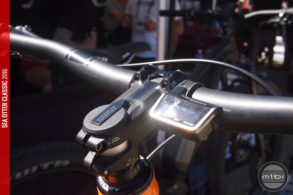 Shimano's XTR Di2 works well with the new internal cable routing.