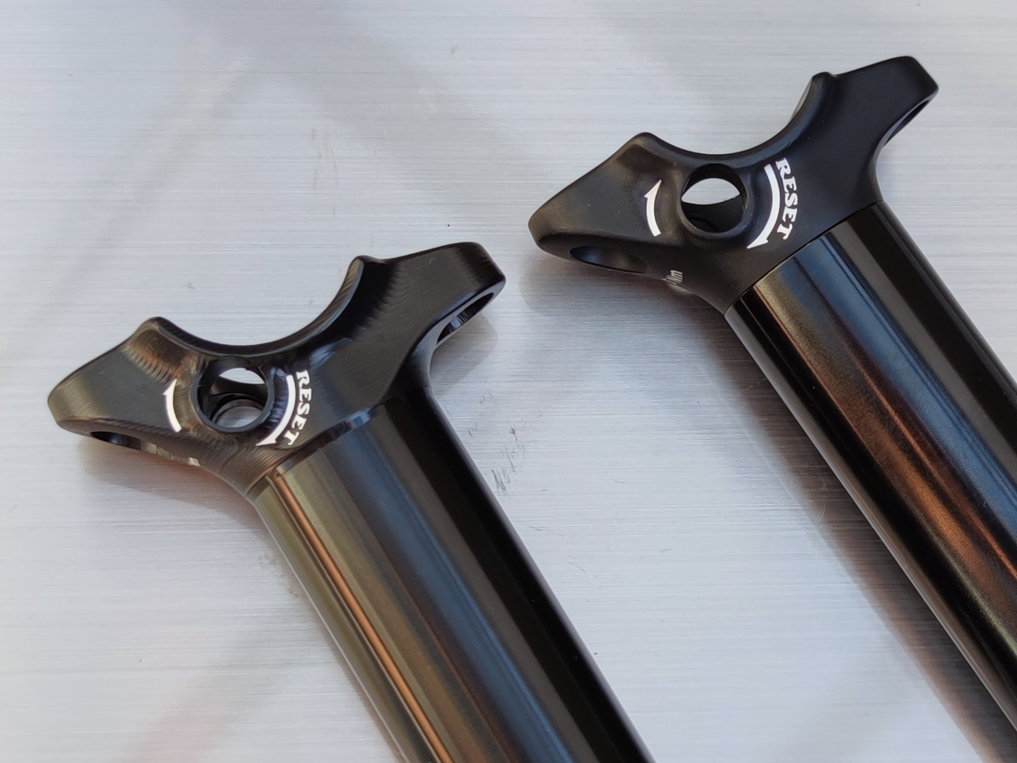BikeYoke Revive 2.0: The one-piece Revive 2.0 upper (left) and the original two-piece Revive upper (right)