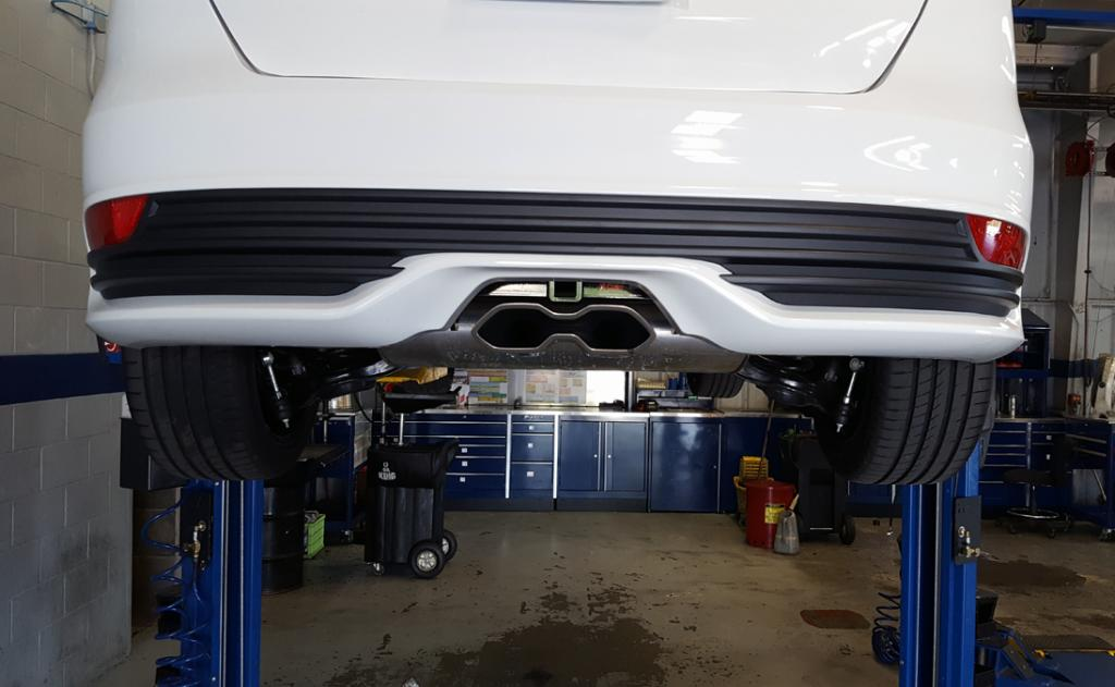 Any Ford Focus owners on here?-hitch.jpg