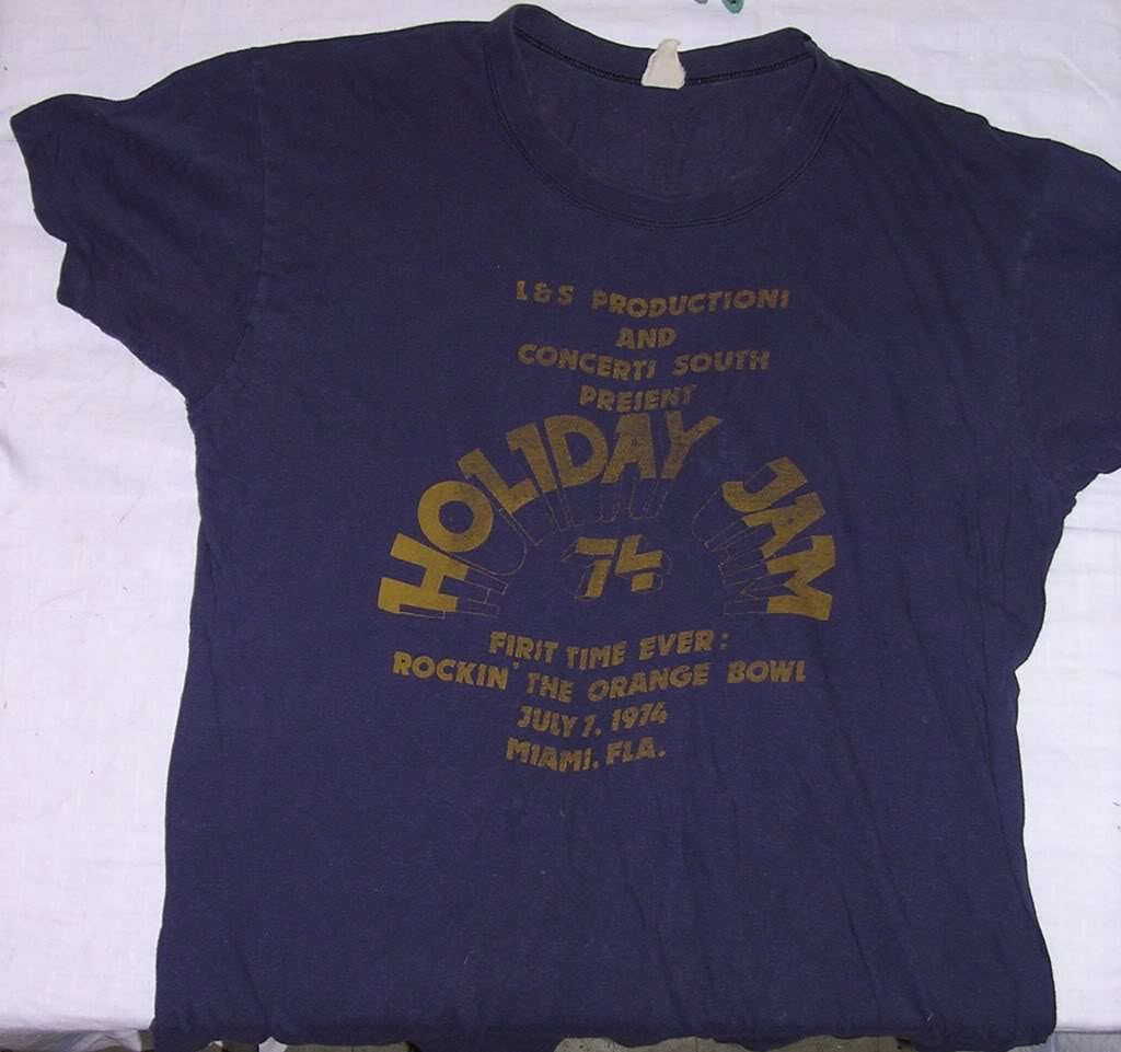 Your coolest concert tee-holiday_jam1.jpg
